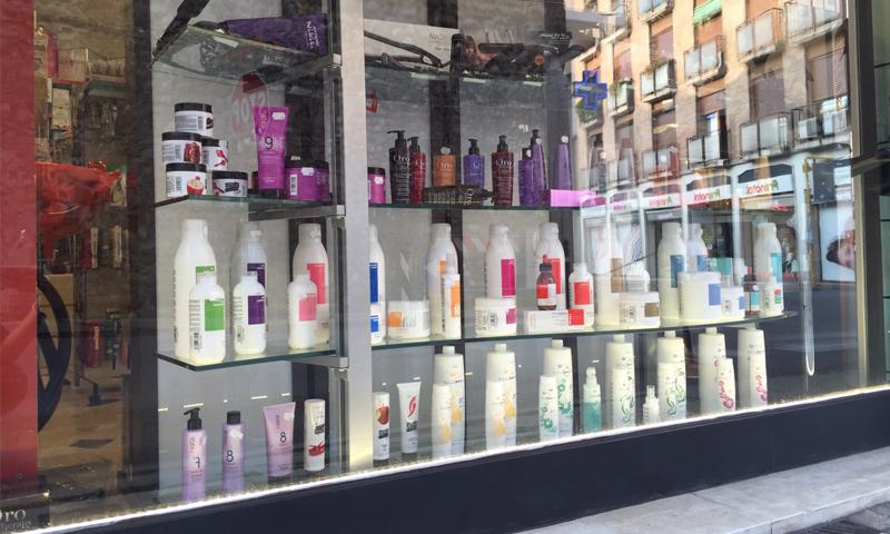 Caris è un negozio di prodotti per parrucchieri ed estetiste. Oltre 1000  articoli di alta qualità sia per la cosmetica che per la cura e la bellezza  dei ... 4f1cdcdab34d